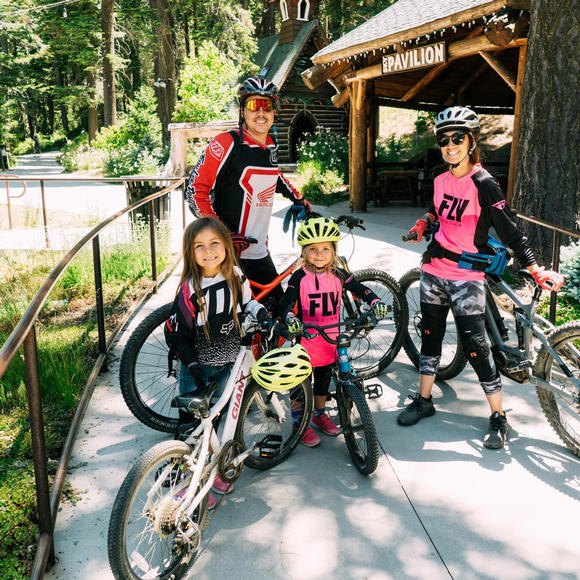 A family of 4 rents bikes at SkyPark near Lake Arrowhead.