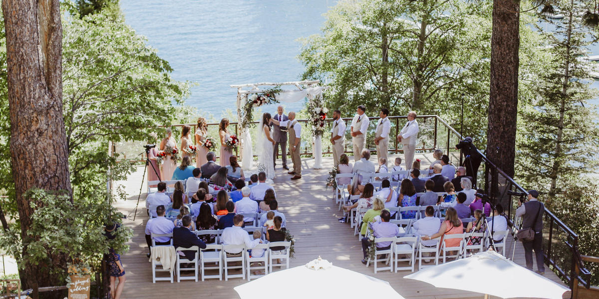 Outdoor wedding ceremony at Lake Arrowhead Resort