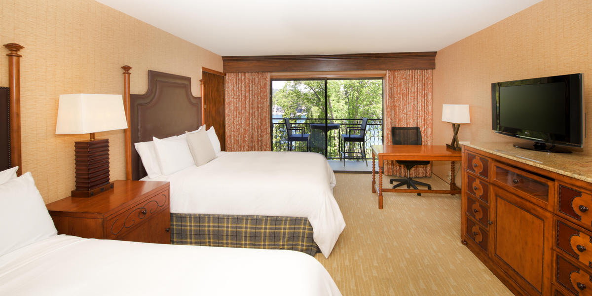 Guestroom at Lake Arrowhead Resort
