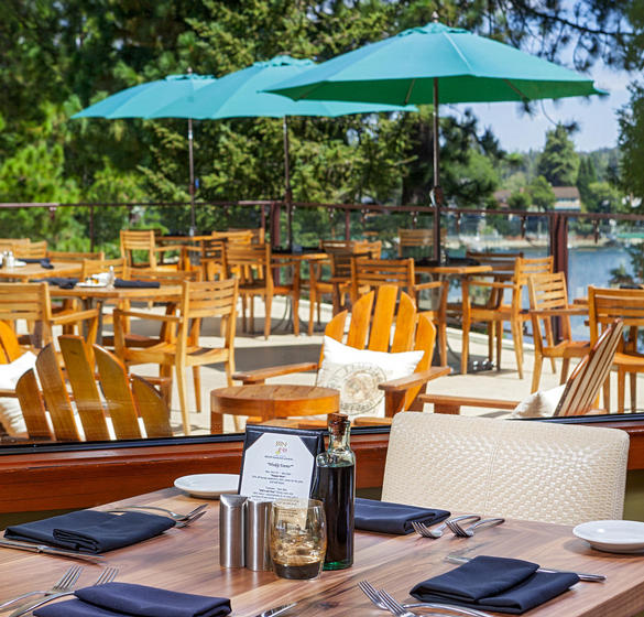 Outdoor dining area at Lake Arrowhead Resort