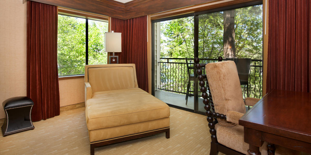 Corner suite accommodations at Lake Arrowhead Resort